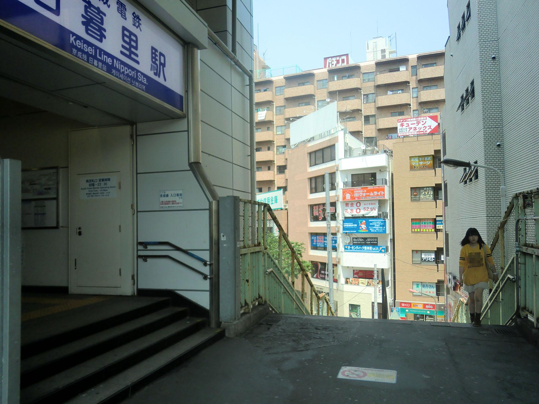 写真3・京成電鉄の南改札口