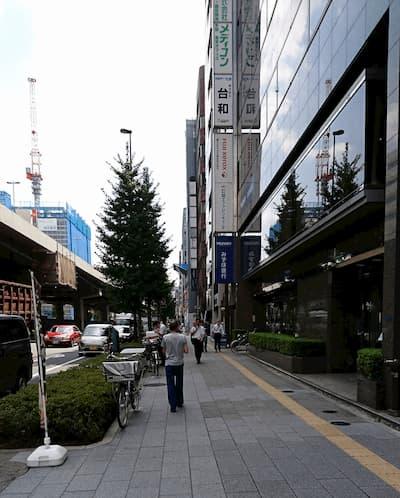 写真7・昭和通り沿いの風景